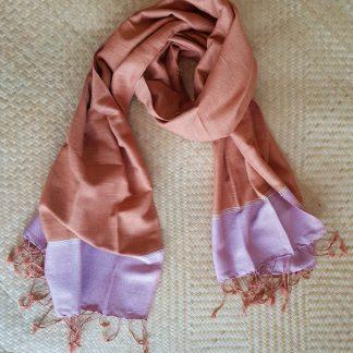 terracotta sjaal met roze band
