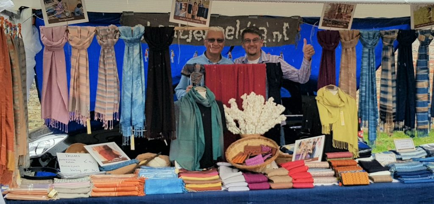 op de markt in Nederland verkopen we sjaals