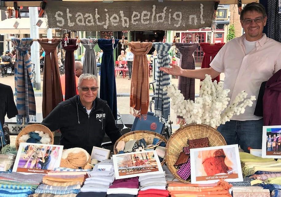 sjaals op de markt