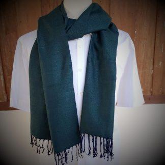 donkergroene sjaal met blauwe franje