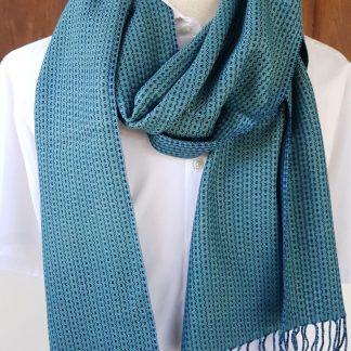 blauwgroene sjaal met indigo blauw