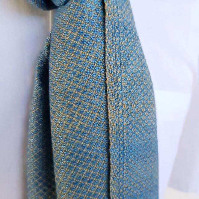 lichtblauwe sjaal met oker