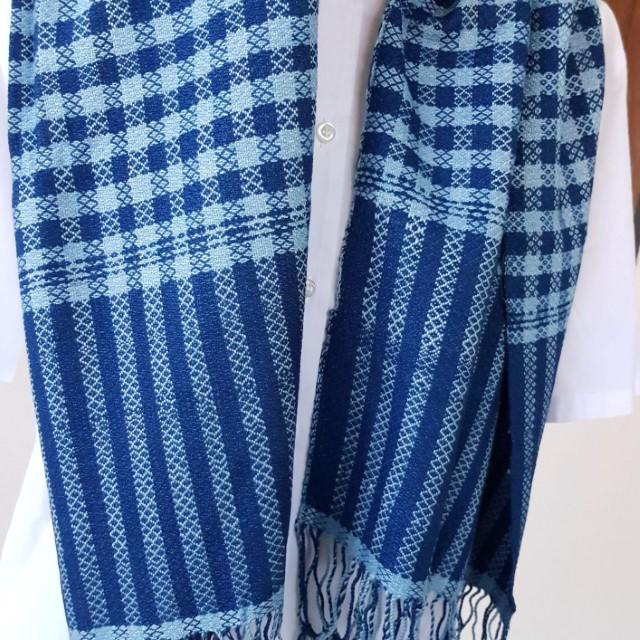 sjaal met strepen en vierkanten patroon
